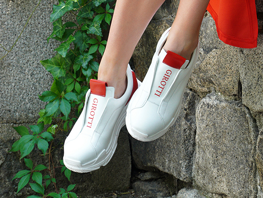 sneakers white and red